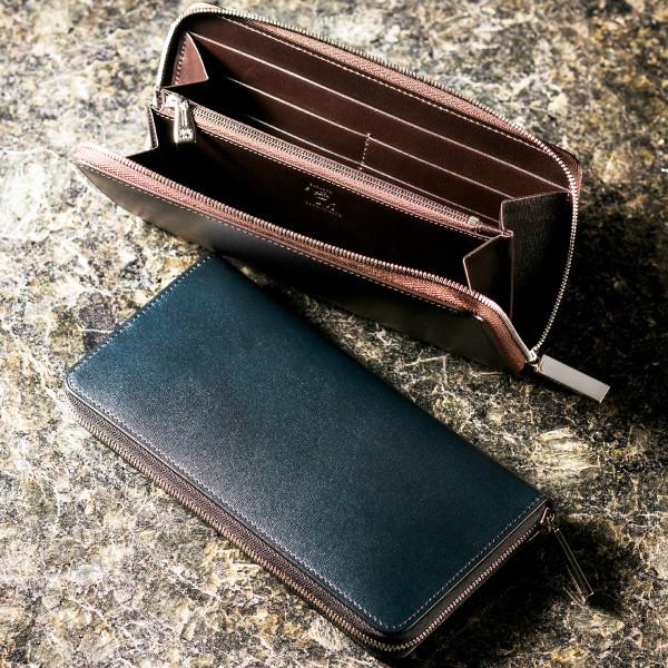 キズ付きにくく末永く活用できるラウンドファスナー長財布